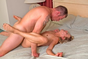 shows how a man can make a woman come during intercourse